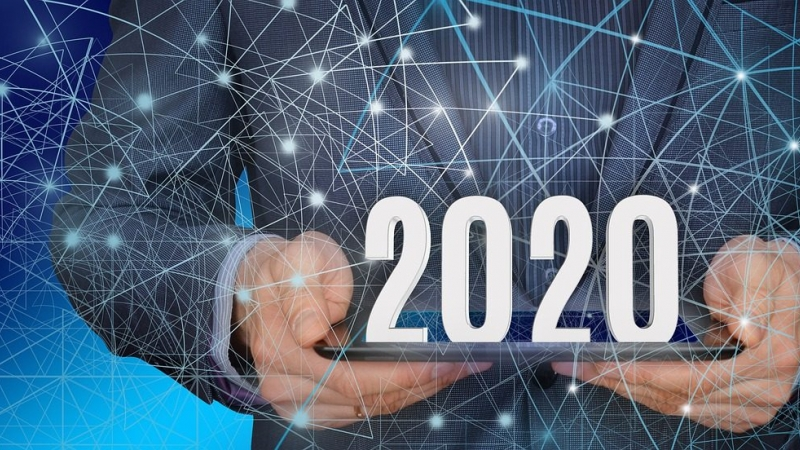 Hands hold the numerals 2020